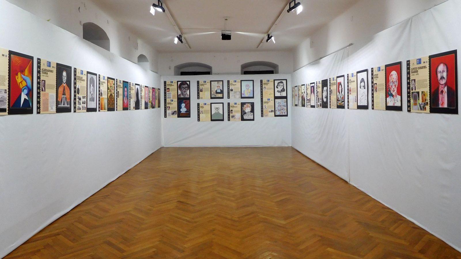 """BRAȘOV - Casa Sfatului Expoziţia """"Rezistenţii. Amintire şi recunoştinţă"""""""